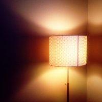 lampa w pokoju